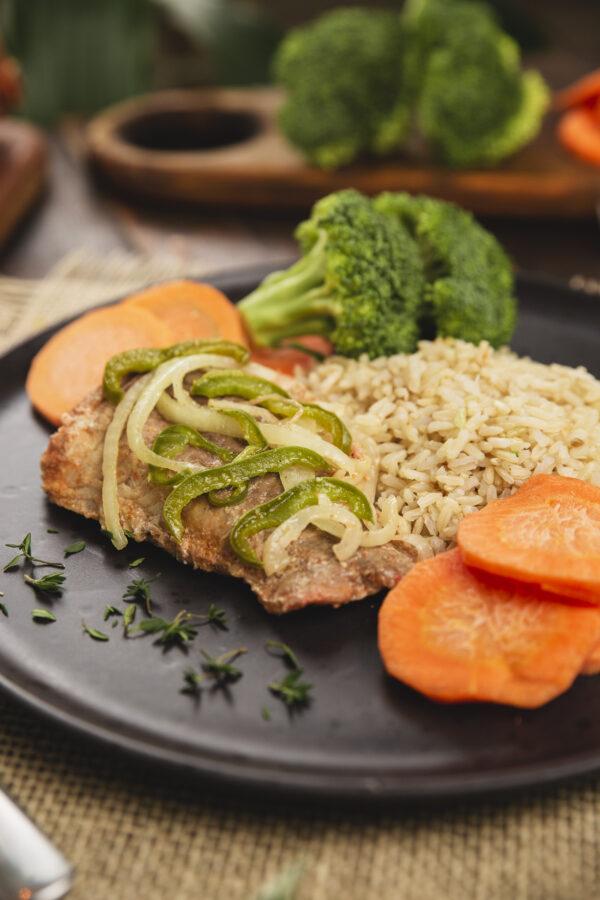 peixe grelhado, arroz integral e legumes, novo